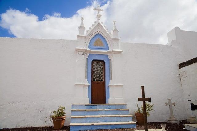 Inngangen til kirkegården i Teguise